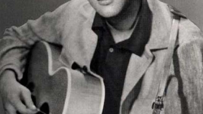 Elvis Presley, del cual se cumple este año el 30 aniversario de su desaparición, ha sido la estrella musical más votada del listado de personajes más influyentes. Como El Cid, sigue ganando batallas después de muerto.