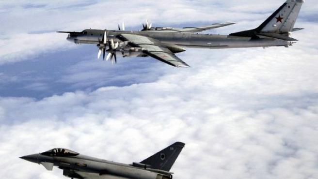 Cazas británicos inteceptan dos aviones rusos que realizan las rutas que harían los misiles nucleares de largo alcance