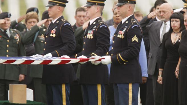 Militares de EE UU en el entierro de un compañero caído en Irak.