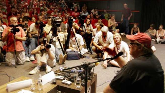Moore durante la rueda de prensa que ofreció en el marco del Festival de cine de Sarajevo