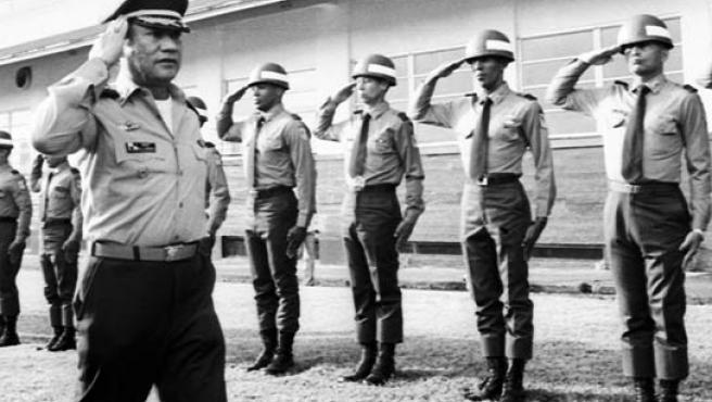Fotografía de archivo (1985) del ex dictador panameño Manuel Antonio Noriega (EFE).