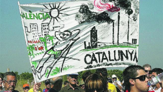 7.000 personas se manifestaron contra la instalación de un depósito de gas en el mar frente a la vecina localidad de Vinarós(Jaume Sellart).