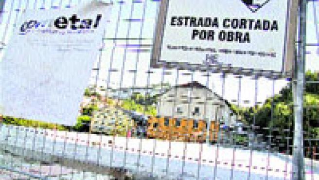El Pontillón permanece cortado al tráfico por unas obras que ya llevan meses en marcha (Laura González).