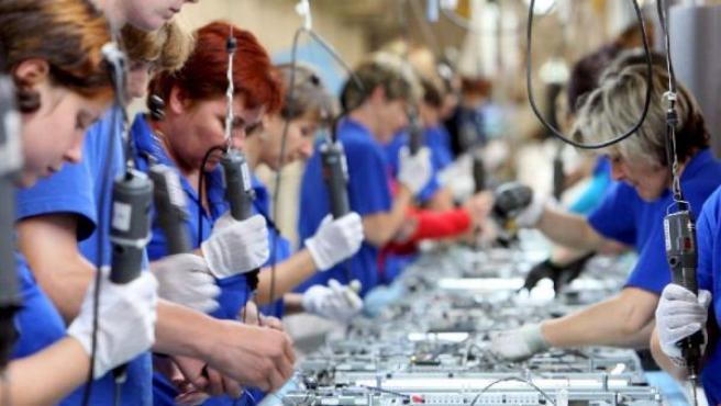 El Gobierno destaca la bajada del paro en la industria (EFE)