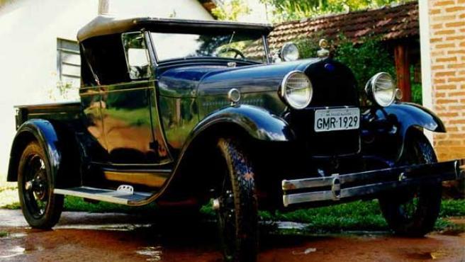 Un Ford Modelo A parecido al del estadounidense de 84 años.
