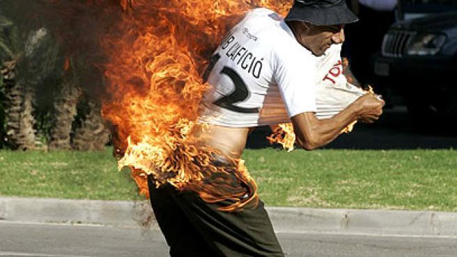 El hombre de nacionalidad rumana que ardió tras rociarse con gasolina y prenderse fuego a lo bonzo ante la sede de la Subdelegación del Gobierno en Castellón.