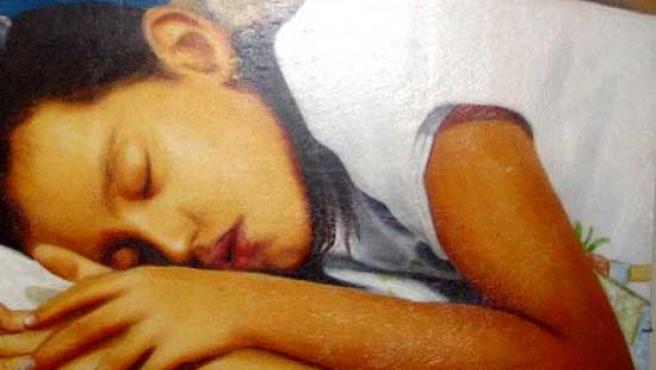 Un joven duerme plácidamente. Más de la mitad de los adolescentes españoles no pueden decir lo mismo.