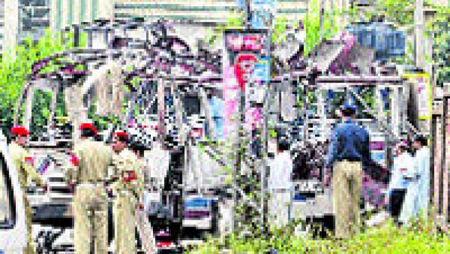 24 personas murieron y 37 resultaron heridas. (Anjum Naveed / AP)