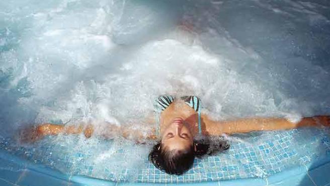 Se ha de bañarse diariamente y ungir el cuerpo con aceite perfumado cada dos días. (ARCHIVO)