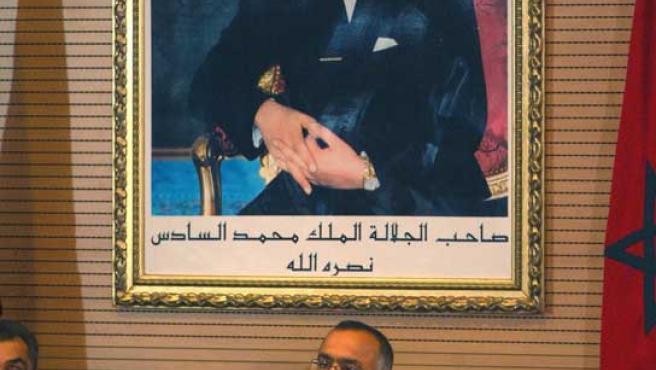 El ministro de Interior de Marruecos, Chakib Benmusa, anuncia los resultados de las elecciones.