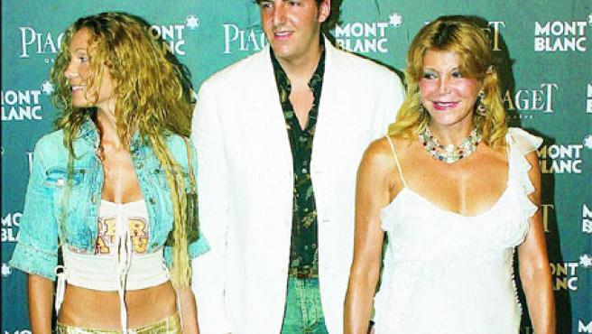 Blanca Cuesta, Borja Thyssen y Carmen Cervera en una foto que no delata antipatía entre ambas. (EFE)