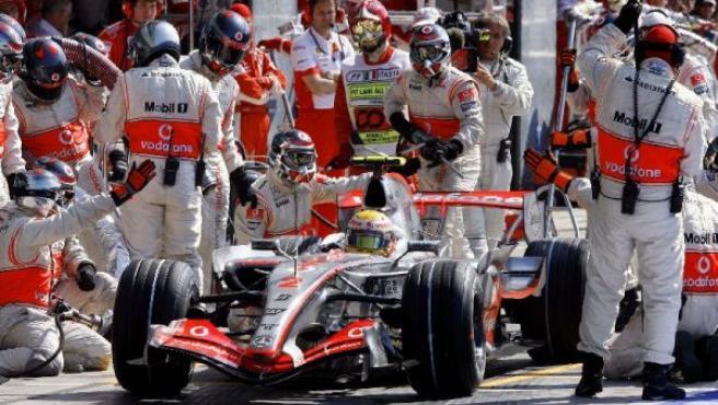 El equipo McLaren durante el pasado gran Premio de Monza (REUTERS).