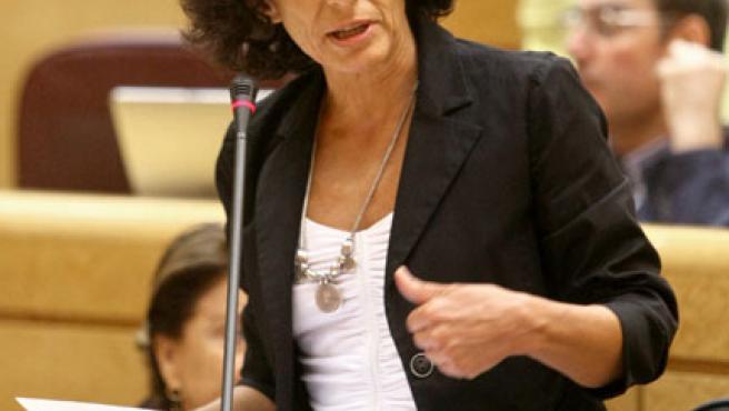 La ministra de Educación y Ciencia, Mercedes Cabrera, en la sesión de control al Gobierno en el Congreso de los Diputados.