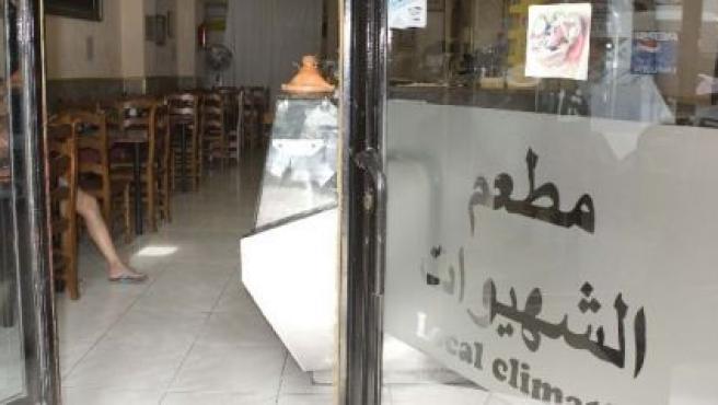 Bar en Ruzafa, vacío de día por el ayuno del Ramadán (Paco Llopis).