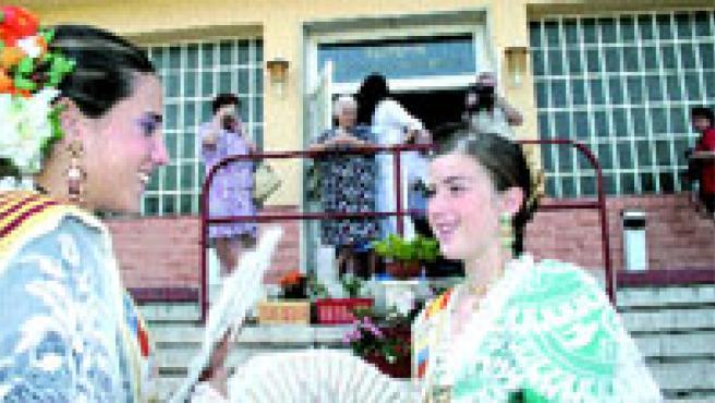 Las mujeres tienen un protagonismo muy especial en las fiestas de Sant Joan (Francisco González).