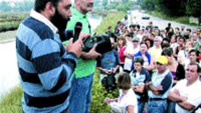 El Concello organizó este domingo un nuevo recorrido cultural y ambiental por la senda del río Lagares (L. González).