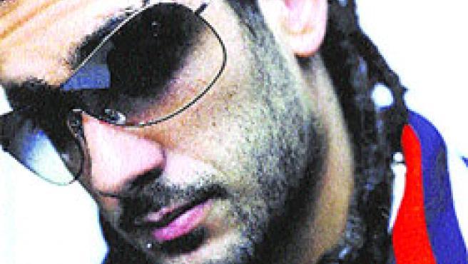 El cantante asturiano Melendi ha optado por ponerse un piercing en la ceja y otro en el labio.