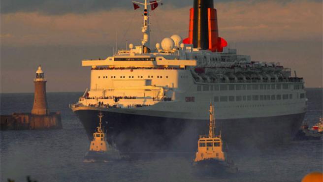 El transatlántico 'Queen Elizabeth II' llega a Tyneside, una de las escalas de su viaje de despedida (Foto: Efe)
