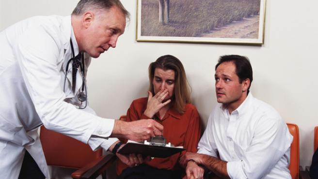 A partir de enero, todos los médicos ingleses llevarán batas de manga corta.