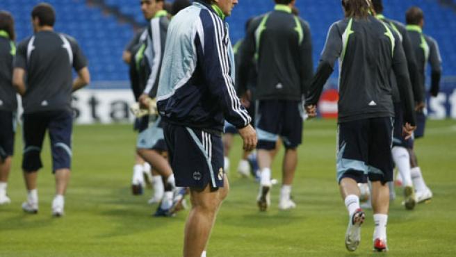 Bern Schuster en el entrenamiento de esta tarde en el Bernabéu. (EFE)