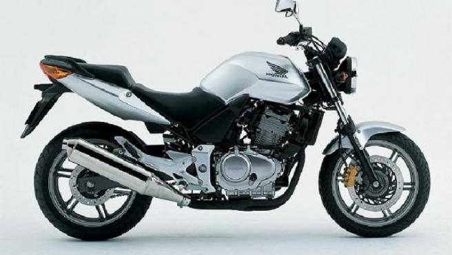 Una Honda CBF de 500 centímetros cúbicos.