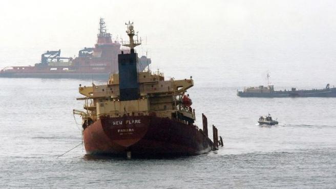 Imagen de Archivo del chatarrero New Flame, hundido tras chocar con un petrolero en la Bahía hace unos meses.
