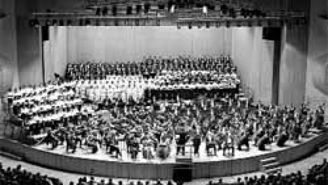 La Sinfónica actuará con la coral El Eco y con seis cantantes gallegos.