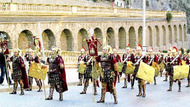 Desfiles y pasacalles como éste serán comunes mientras duren las fiestas de Carthagineses y Romanos, que comienzan hoy.(Carmen Saura).