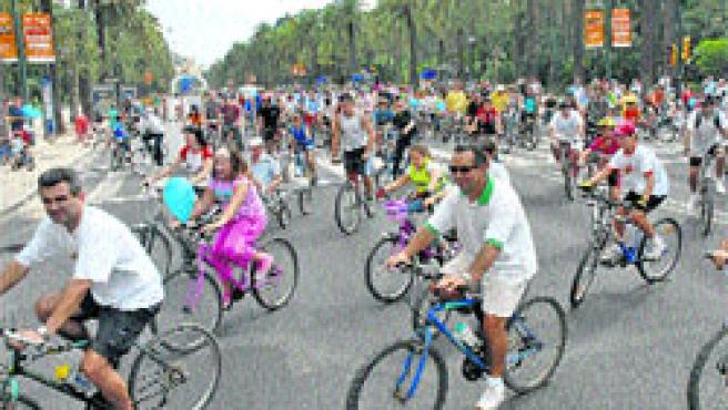 Los malagueños recorrerán las calles de la ciudad en bicicleta mañana.