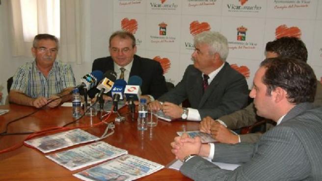 El Alcalde de Vícar en la presentación de la promoción de viviendas. M.J.PEDROSA