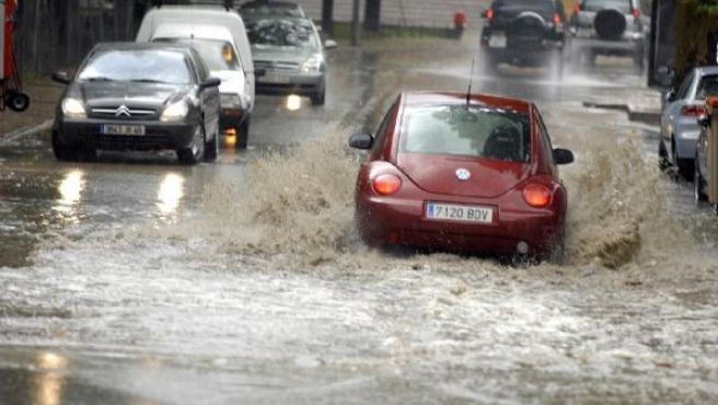 Las intensas lluvias que la pasada madrugada afectaron a las provincias occidentales andaluzas han provocado esta mañana numerosas incidencias en diferentes zonas de las provincias de Jaén. JOSÉ PEDROSA / EFE.