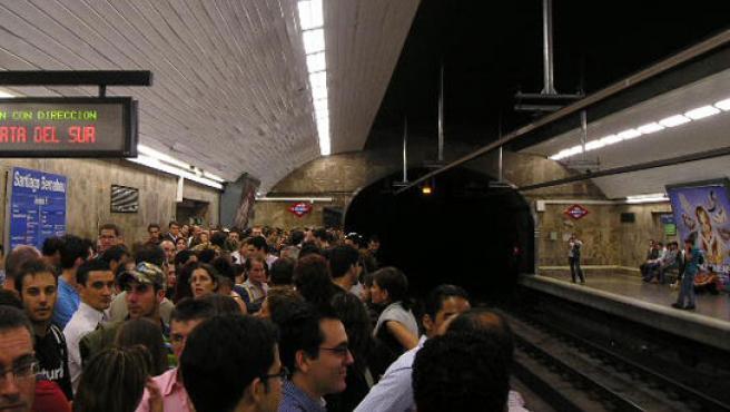 Estación del metro de Madrid colapsada en la Noche en Blanco. (Aitor Arregui).