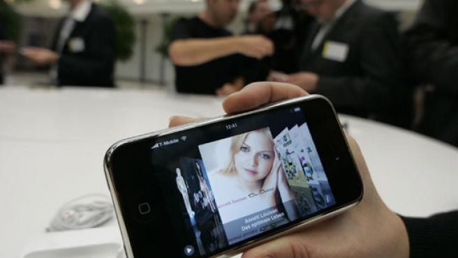 En Reino Unido lo venderá O2 (Telefónica) y en Alemania T-Mobile (Deutsche Telekom).