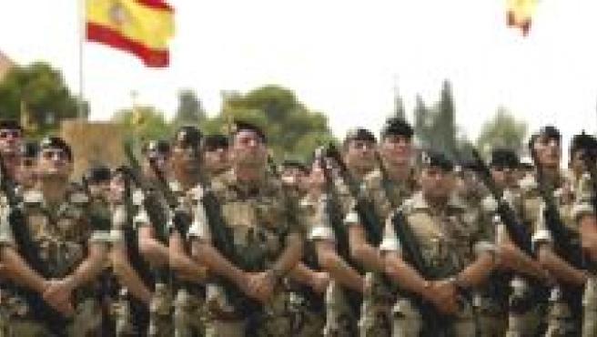 Las tropas españolas, bajo fuego.