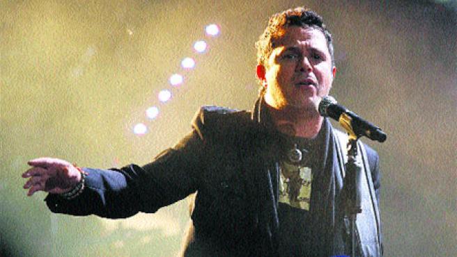 Desde que comenzó su carrera en 1991 con Pisando fuerte, Alejandro Sanz ha vendido casi 25 millones de discos. Actualmente el cantante tiene su residencia en Miami.(Archivo).