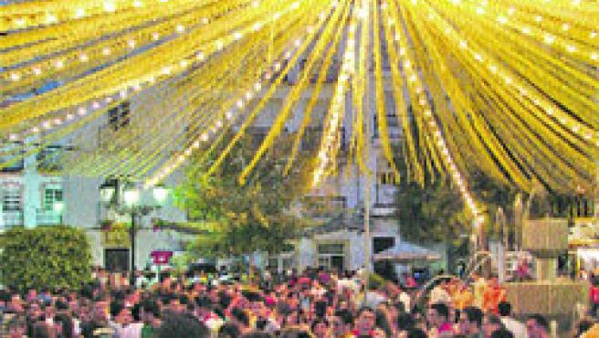 Asistentes a una edición anterior de la feria en el municipio axárquico.(Concejalía de Cultura)