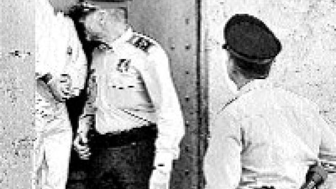 Mossos d'esquadra en el lugar del crimen, ayer (Toni Garriga/EFE).