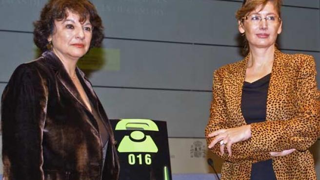 El teléfono no sólo está destinado a las mujeres maltratadas sino a toda la sociedad que quiera informarse para ayudarlas. (EFE)
