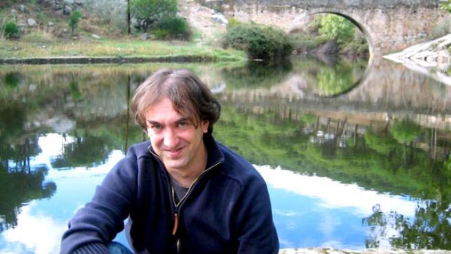 Carlos Javier Galán, junto al río Becedas, cerca de su pueblo, El Hoyo de Pinares.