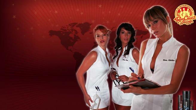 Las tres doctoras sexy con la que el fabricante de desodorantes Axe quiere llamar la atención de sus clientes en su nueva campaña publicitaria.