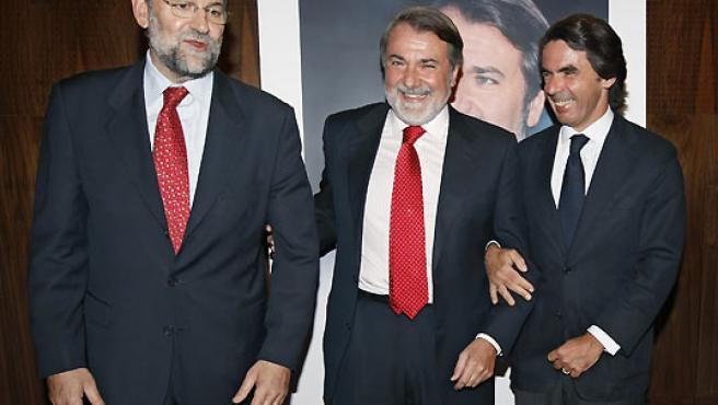 El presidente del PP, Mariano Rajoy; el eurodiputado del PP, Jaime Mayor Oreja; y el ex presidente del Gobierno, José María Aznar.