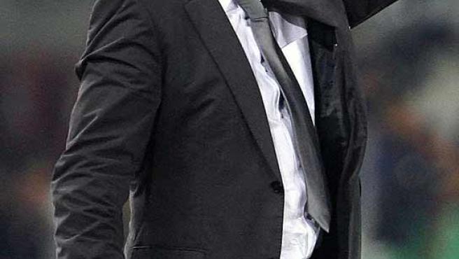 Bernd Schuster mira a su equipo desde el banquillo. (Reuters)