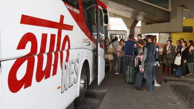 La huelga durante los fines de semana dejó a cientos de viajeros en tierra.FOTO: J.M. ESPINOSA/ EFE