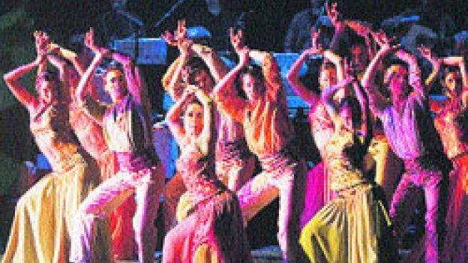 Un espectáculo muy colorido que mezcla tradición y modernidad. (Jesús Vallinas)