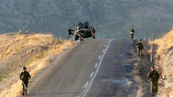 Turquía ha comenzado a desplegar efectivos junto a la frontera con Irak (Foto: Efe).