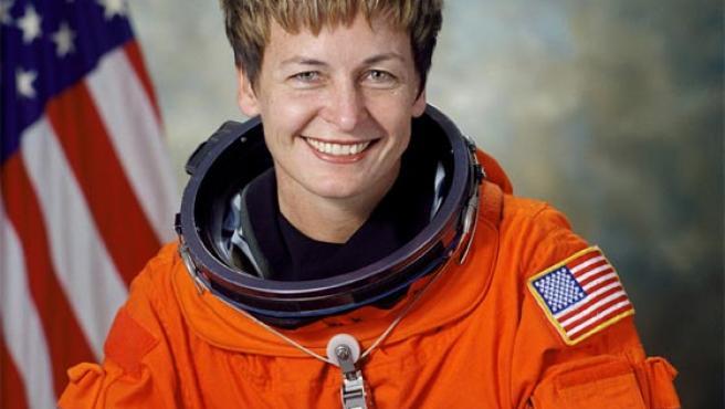 Peggy Whitson, la primera mujer que asume el mando de la ISS.