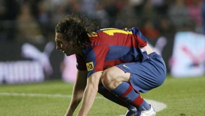 Messi se lamenta en el suelo de El Madrigal. (EFE)