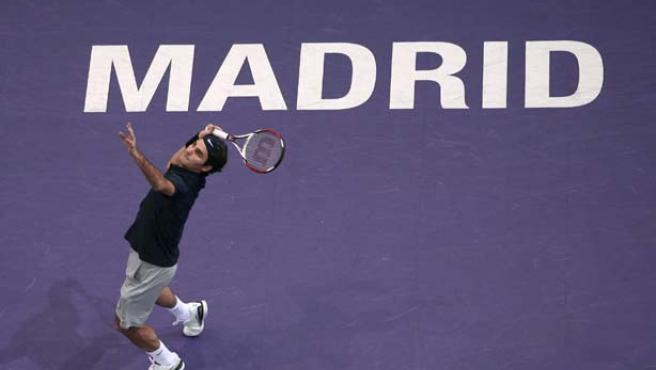 Federer saca en su partido contra Cañas (Reuters).