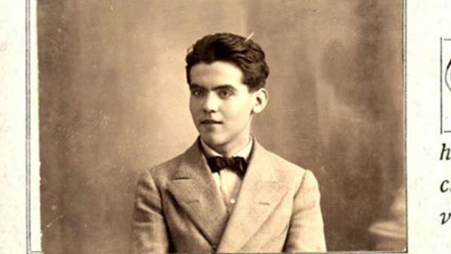 Esta es la foto inédita que muestra a un joven Lorca.