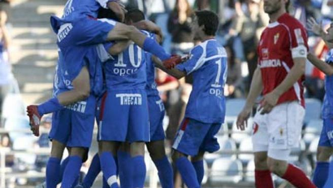 Los jugadores del Getafe celebran un gol en el partido ante el Murcia